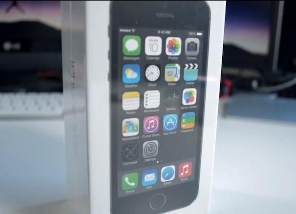 """Полный """"анбоксинг"""" iPhone 5S и iPhone 5C"""