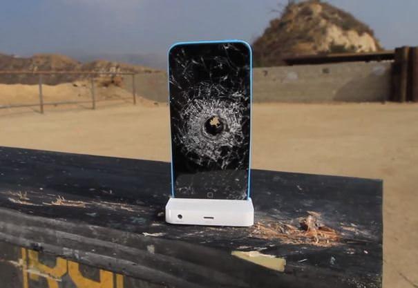 iPhone 5C против 50-го калибра