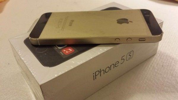 Гибрид золотого и черного iPhone 5s