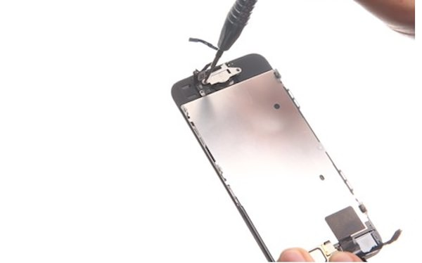 how_to_replace_the_iphone_5s-cracked-screen
