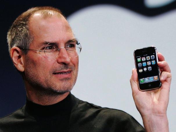 Джобс с iPhone 2G