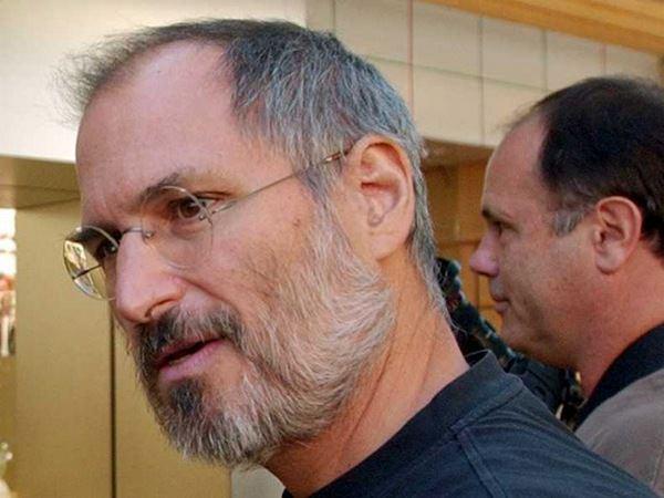 Стив Джобс пообещал «уничтожить» Dropbox