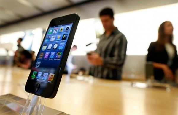 Apple сократила поставки iPhone 5s для «Евросети»
