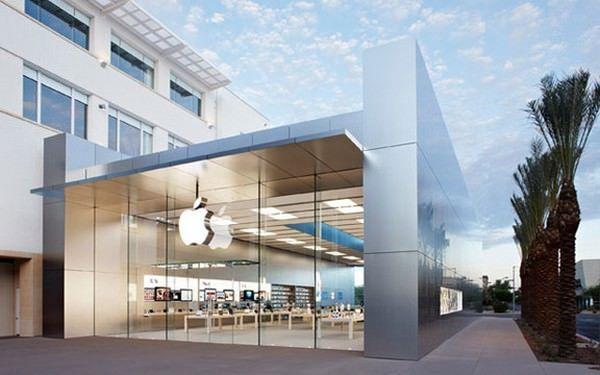 Дверь в Apple Store обрушилась на посетителя