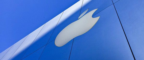 Apple_logo_on_a_wall_with_the_sky_in_the_background_weather_is_nice