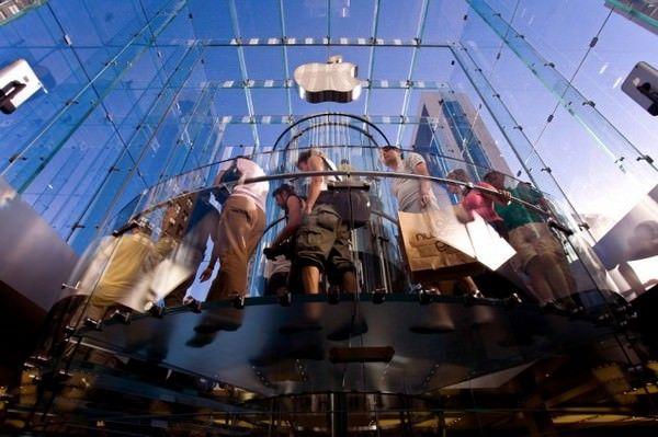 Apple подарит своим сотрудникам