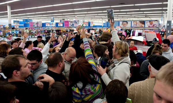 gty_black_friday_shoppers_jt_111127_wg