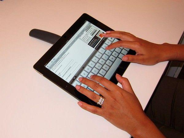 TabHandler – удобная ручка-подставка для iPad