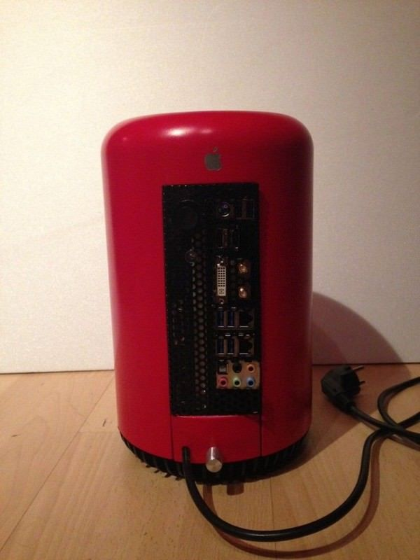 красный Mac Pro из мусорной урны