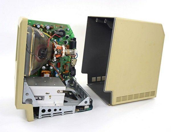 Специалисты iFixit разобрали первый Macintosh