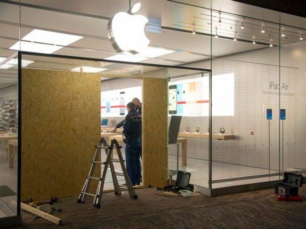 Еще одно автоограбление Apple Store