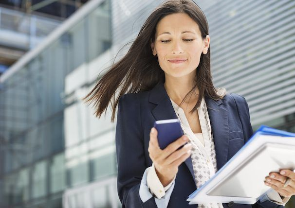 женщина с iphone