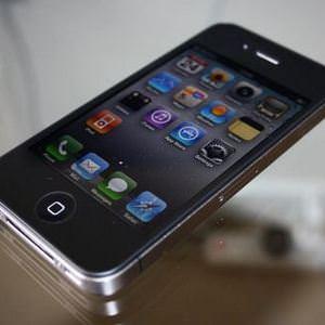 Apple возобновила производство iPhone 4