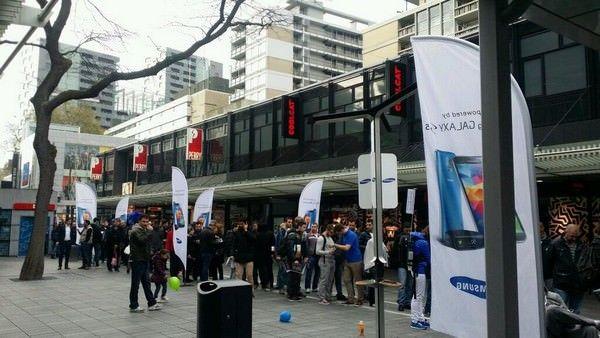 Galaxy S5 бьет рекорды продаж