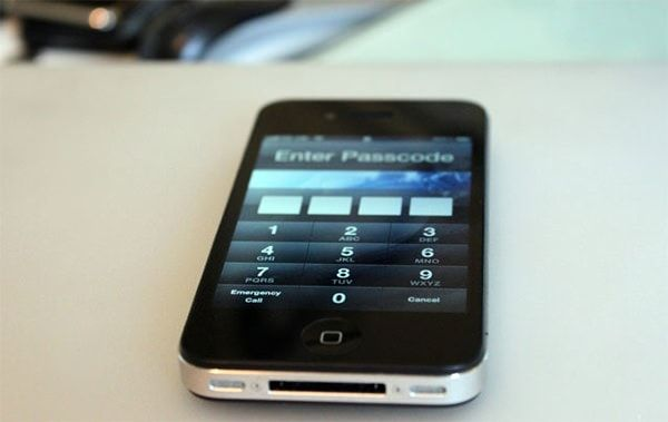 Заблокированный iPhone