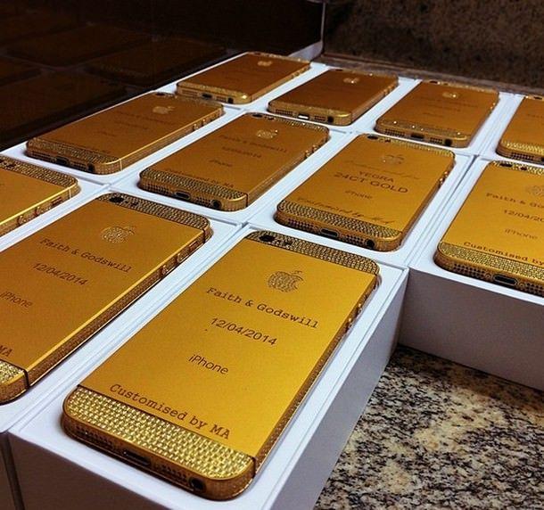 золотые iPhone