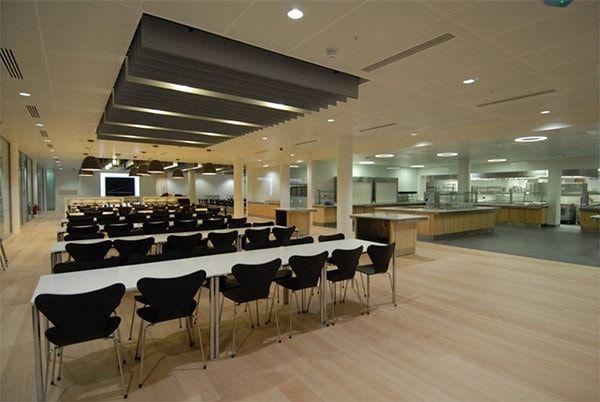 Столовая  в новом здании Apple