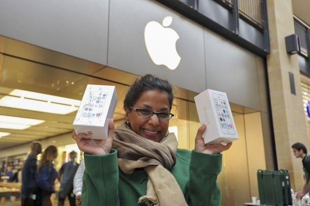 iPhones launch