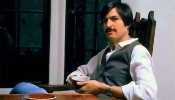 Стив Джобс за столом