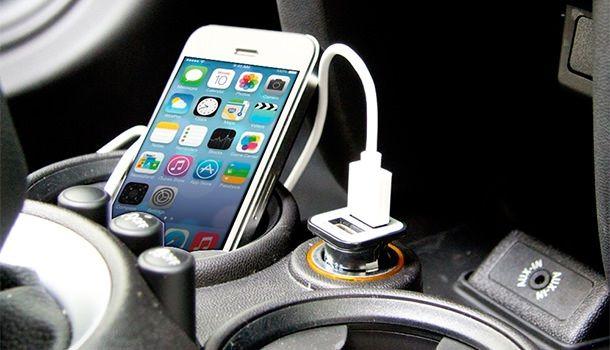 Автомобильная зарядка iPhone