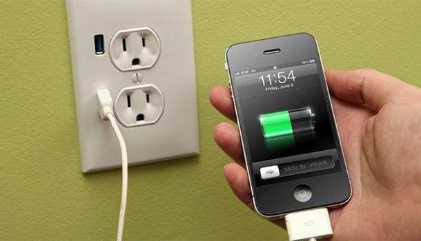 iPhone на зарядке
