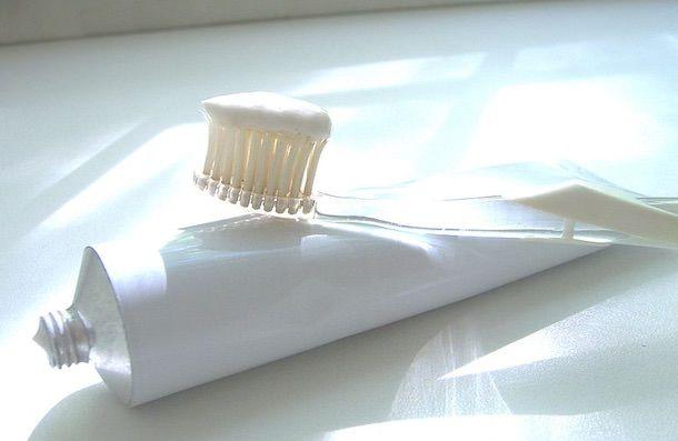 зубная паста удаляет царапины на iPhone