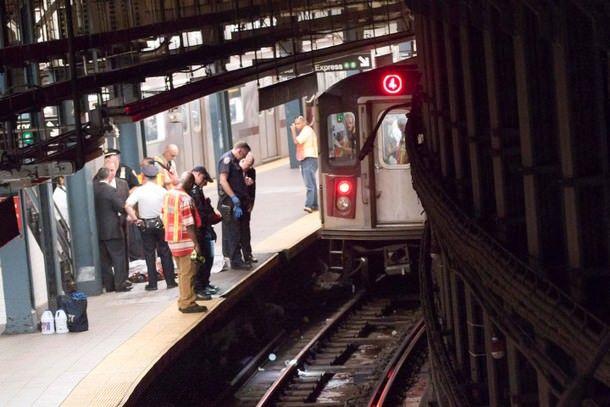 Жительница Нью-Йорка упала под поезд в метро из-за iPad