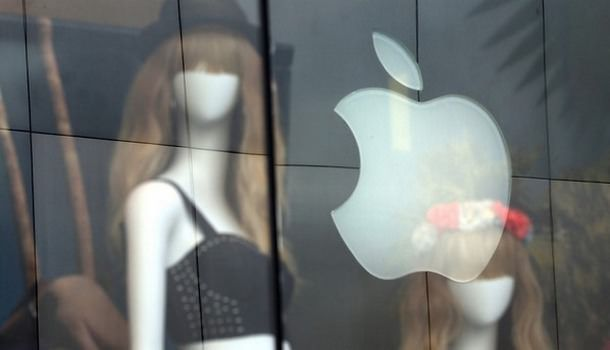 Apple приняла на работу главу Европейского подразделения Yves Saint Laurent