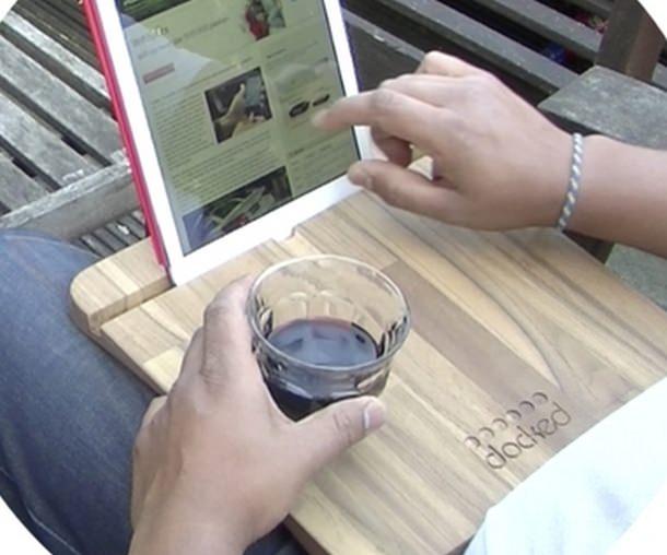 Docked – деревянная подставка для iPad и тарелочки с едой