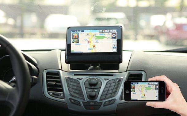 беспроводной экран для iPhone в автомобиль