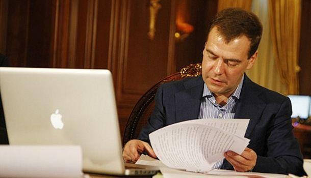 Вслед за Twitter-аккаунтом были взломаны три iPhone и несколько почтовых ящиков Медведева