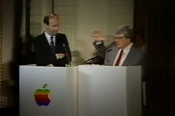 Кинокритики Джин Сискол и Роджер Эберт в 1986 году выступили на мероприятии посвященном Apple