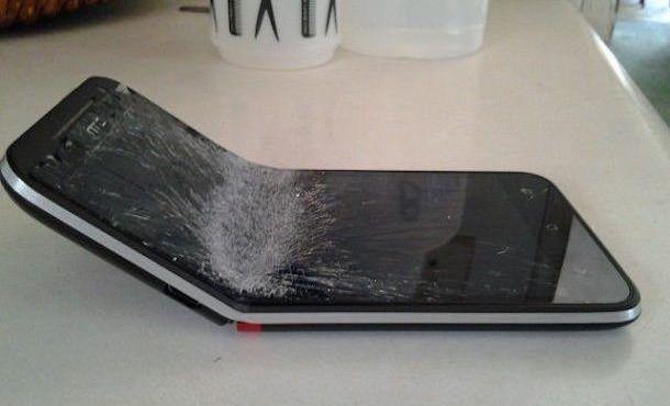 HTC Evo гнется