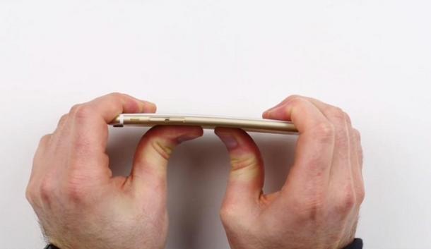 Unbox Therapy: iPhone 6 Plus гнется легче, чем другие смартфоны