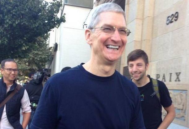 Тим Кук открыл продажи iPhone 6 в Пало-Альто