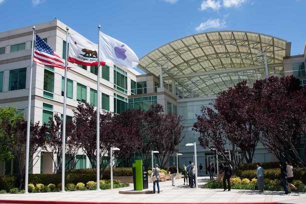 Вход в штаб-квартиру Apple, 1 Infinite Loop