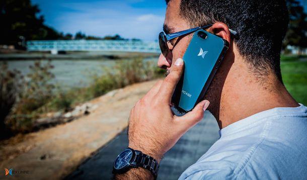 iPhone в чехле Embercase