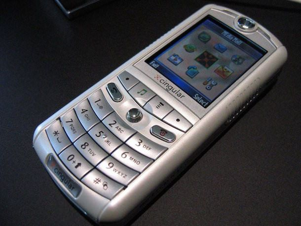 Первый телефон Apple ROKR E1
