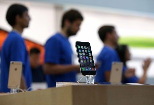 Цены на iPhone в России сравнялись с американскиим