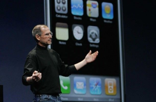 Стив Джобс представляет самый первый iPhone