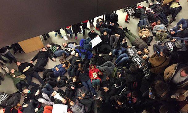 Apple Store протест в США