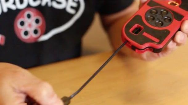 CordCase - чехол со встроенным кабелем подзарядки для iPhone