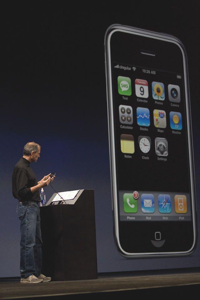 steve jobs demos first iphone