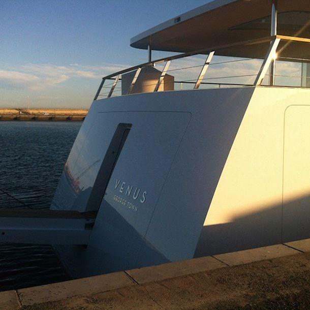 Яхта Джобса