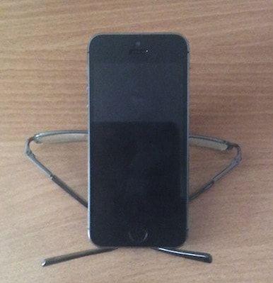 подставка для iPhone из обычных очков