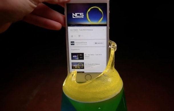 iPhone 6 против лавовой лампы