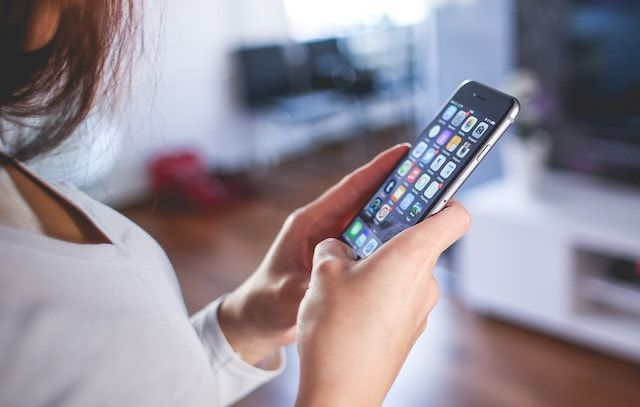 iPhone 6 и девушка