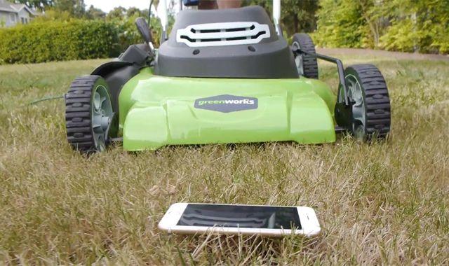 iPhone 6 против газонокосилки