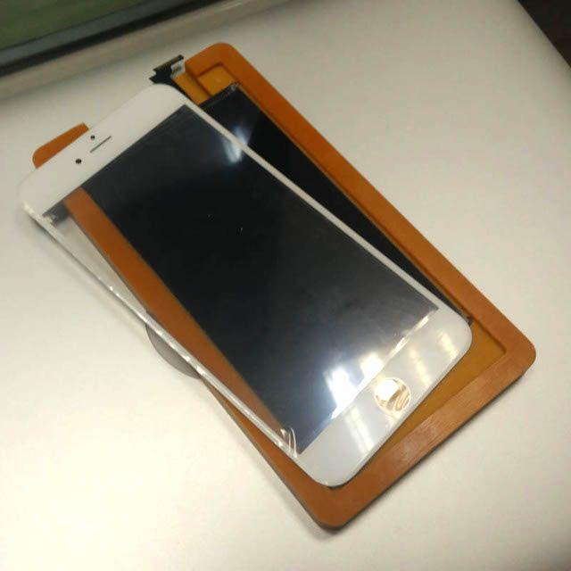 Как же меняют стекло на айфоне