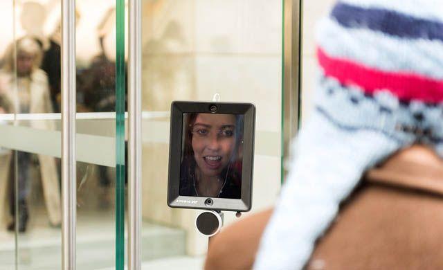робот, Lucy, iPhone 6s